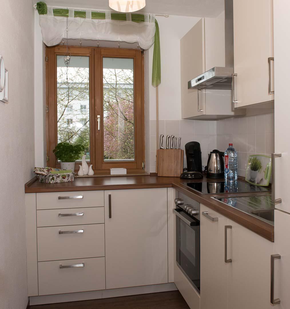 apartment augsburg wohnen auf zeit m blierte wohnung. Black Bedroom Furniture Sets. Home Design Ideas